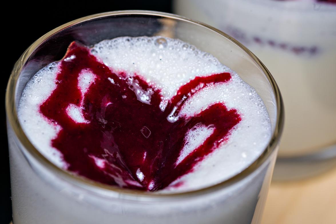 milkshake cu inghetata de vanilie si fructe de padure (1)