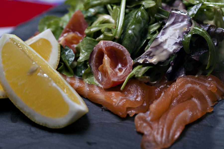 salata cu somon si rosii cherry retetele lui nicolai (1)