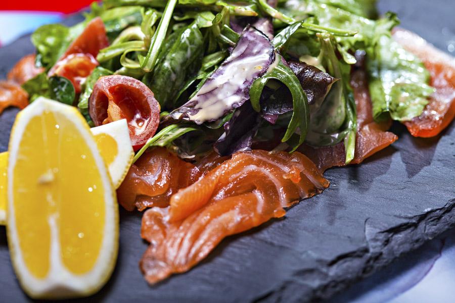 salata cu somon si rosii cherry retetele lui nicolai (3)
