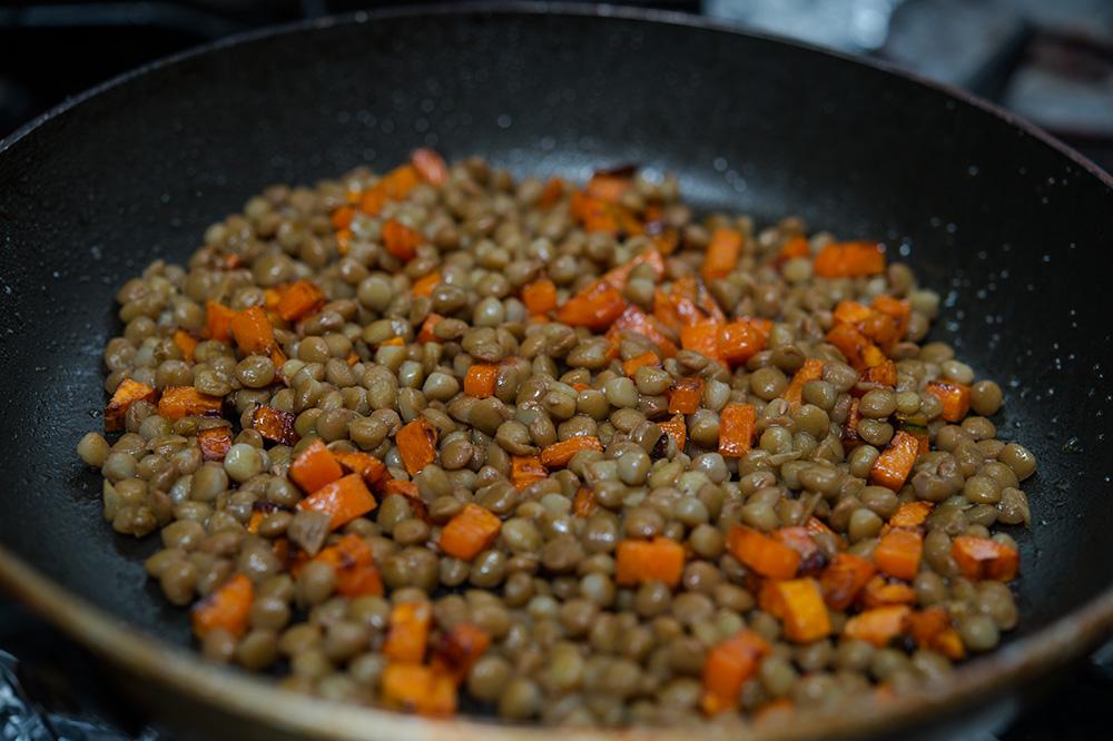 salata calduta cu linte si fistic (4)